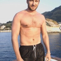 gerard butler shirtless 1