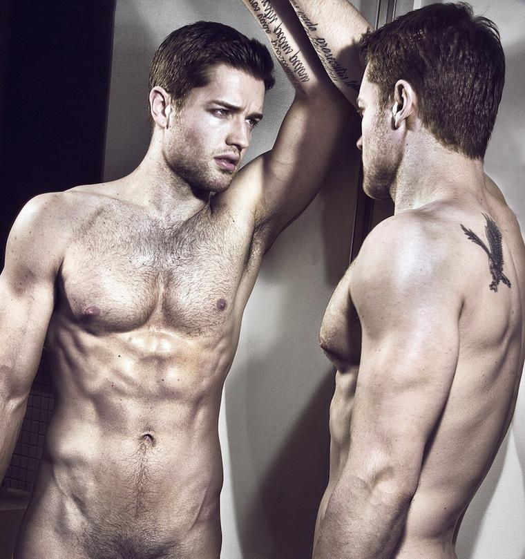 модели голые парни фото