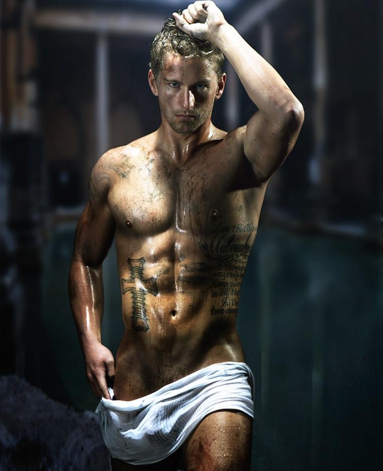 Фото мужчины с голым торсом