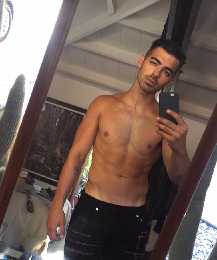 joe jonas shirtless 101